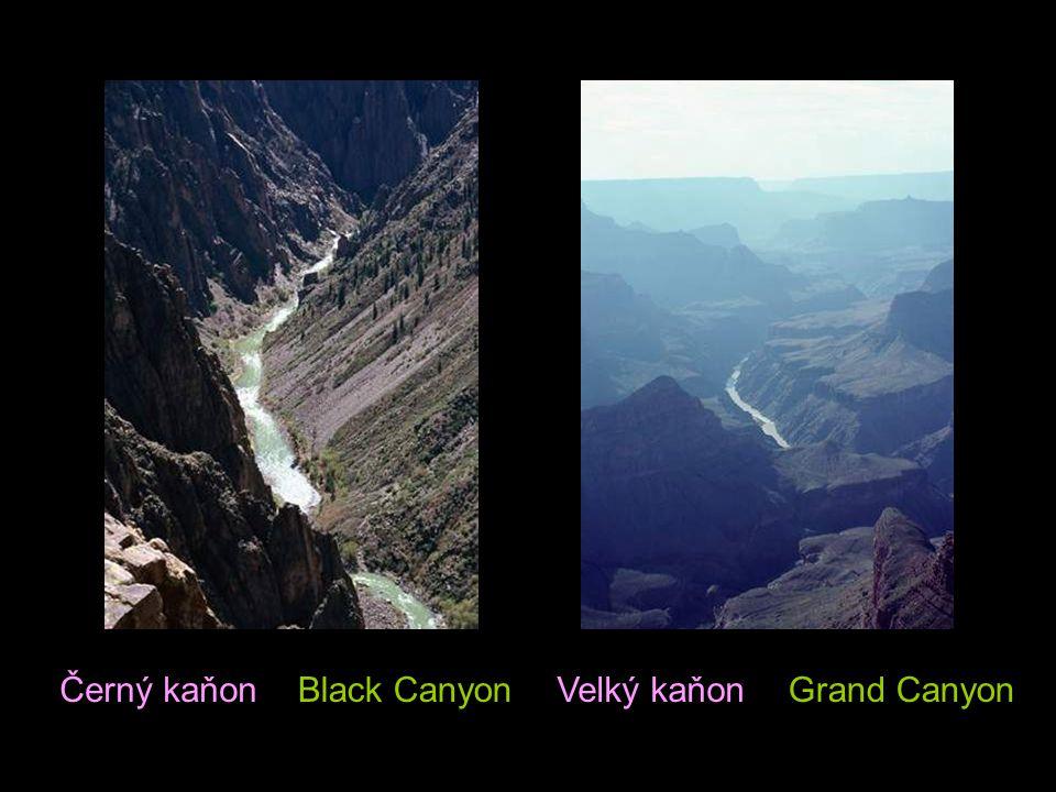This land is grand Monument Valley at sunset Toto území je obrovské Monument údolí při západu slunce