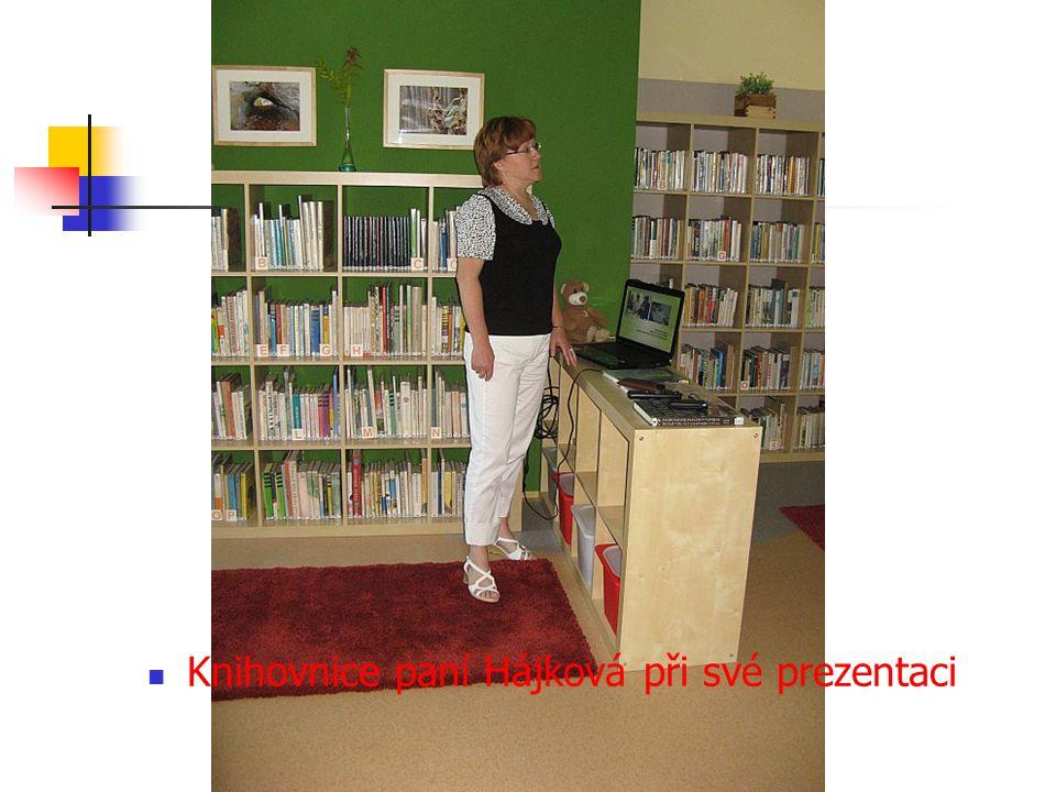 Knihovnice paní Hájková při své prezentaci