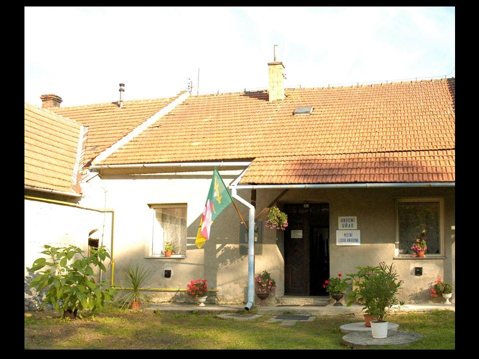 K obci náleží části Roubanská, Draha a samota Klen.