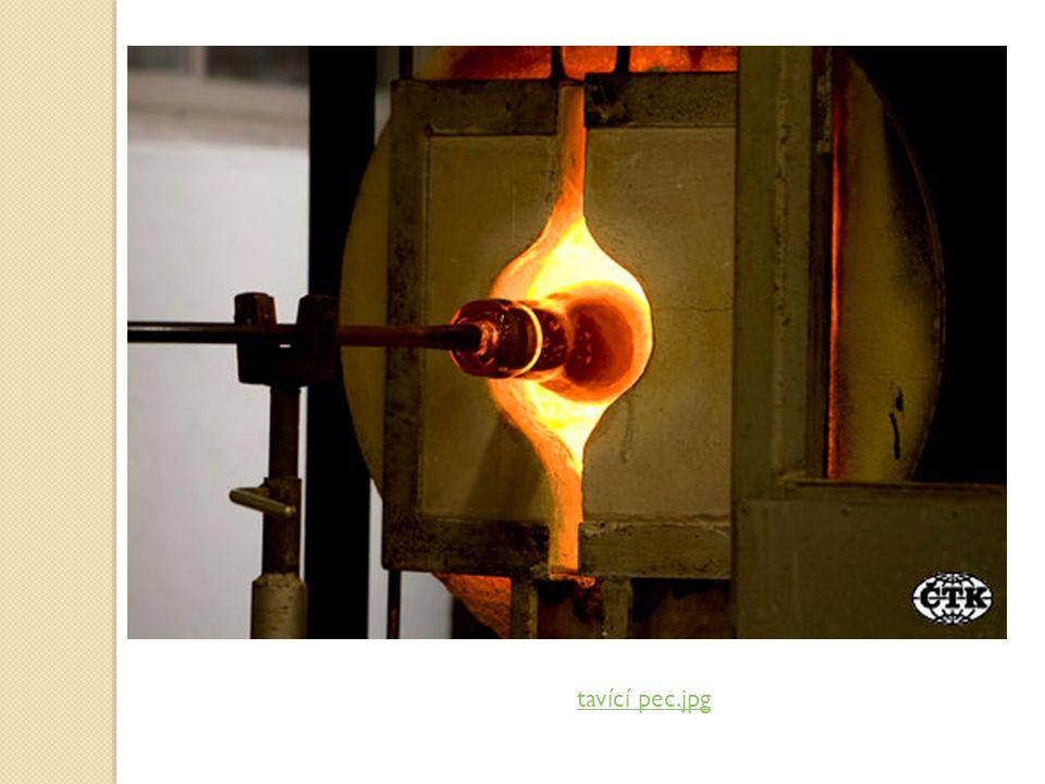 Co je to sklo? Vyrábí se tavením ve sklářských pecích Vynalezeno v Egyptě před 5000 lety Podle způsobu výroby jej dělíme na:  foukané – strojově (žár