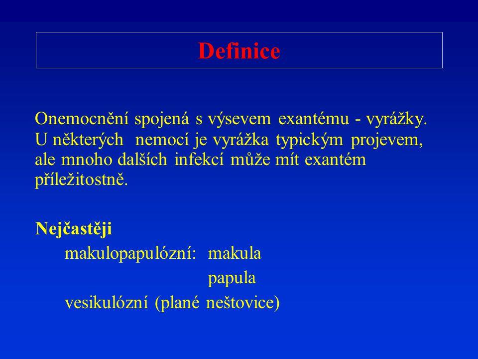 Spalničky Klinický obraz: Prodromální stadium: teplota, rýma, kašel, spojivky Vyrážka začíná za ušima, šíří se centrifugálně: obličej - trup - končetiny (a stejně bledne) Velké červenofialové skvrny Komplikace: zápal plic působeným virem akutní bakteriální superinfekcí: stř.