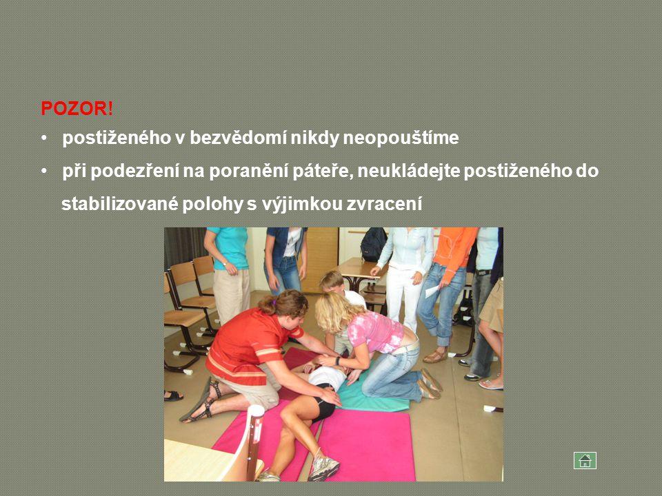 POZOR! postiženého v bezvědomí nikdy neopouštíme při podezření na poranění páteře, neukládejte postiženého do stabilizované polohy s výjimkou zvracení