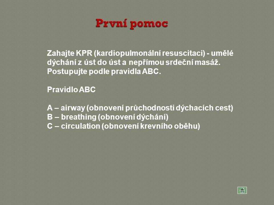 Zahajte KPR (kardiopulmonální resuscitaci) - umělé dýchání z úst do úst a nepřímou srdeční masáž. Postupujte podle pravidla ABC. Pravidlo ABC A – airw