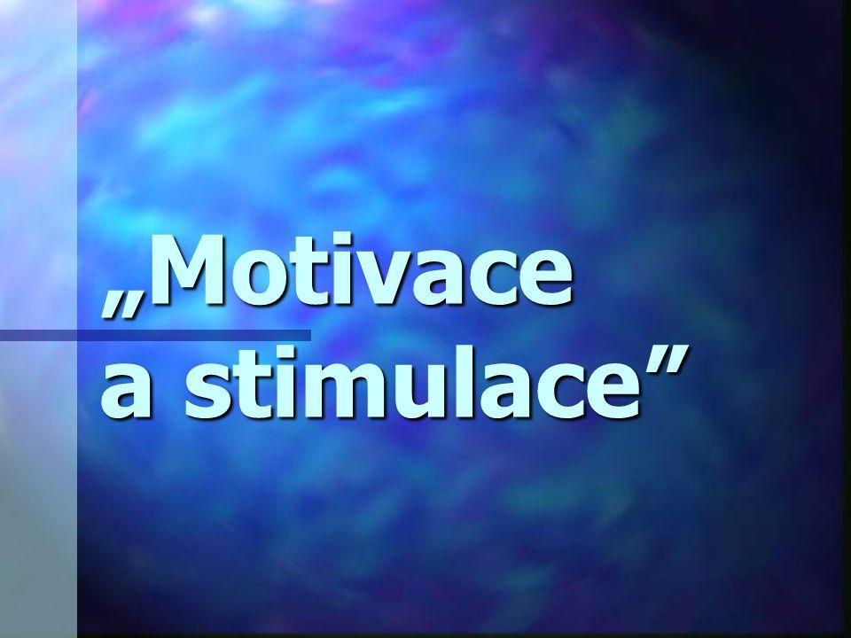 Pojem motivace soubor hnacích sil usměrňujících veškerou aktivitu daného jedince i jeho požitek soubor hnacích sil usměrňujících veškerou aktivitu daného jedince i jeho požitek úzce souvisí s výkonem a výkonností člověka; úzce souvisí s výkonem a výkonností člověka; základní jednotkou je motiv = pohnutka k určitému jednání základní jednotkou je motiv = pohnutka k určitému jednání na jednání působní vzájemně (proti sobě) řada motivů na jednání působní vzájemně (proti sobě) řada motivů po naplnění motivu jeho intenzita klesá po naplnění motivu jeho intenzita klesá