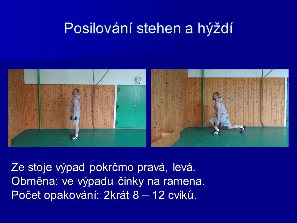 Posilování stehen a hýždí Ze stoje výpad pokrčmo pravá, levá. Obměna: ve výpadu činky na ramena. Počet opakování: 2krát 8 – 12 cviků.