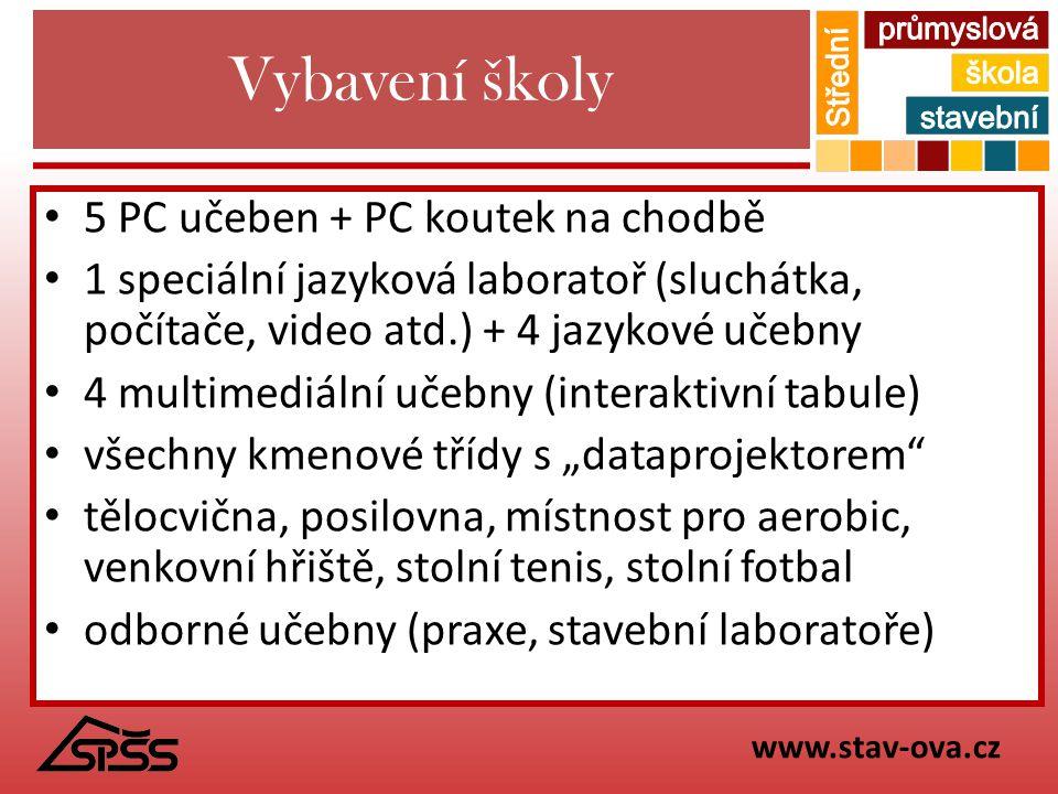 Vybavení školy 5 PC učeben + PC koutek na chodbě 1 speciální jazyková laboratoř (sluchátka, počítače, video atd.) + 4 jazykové učebny 4 multimediální