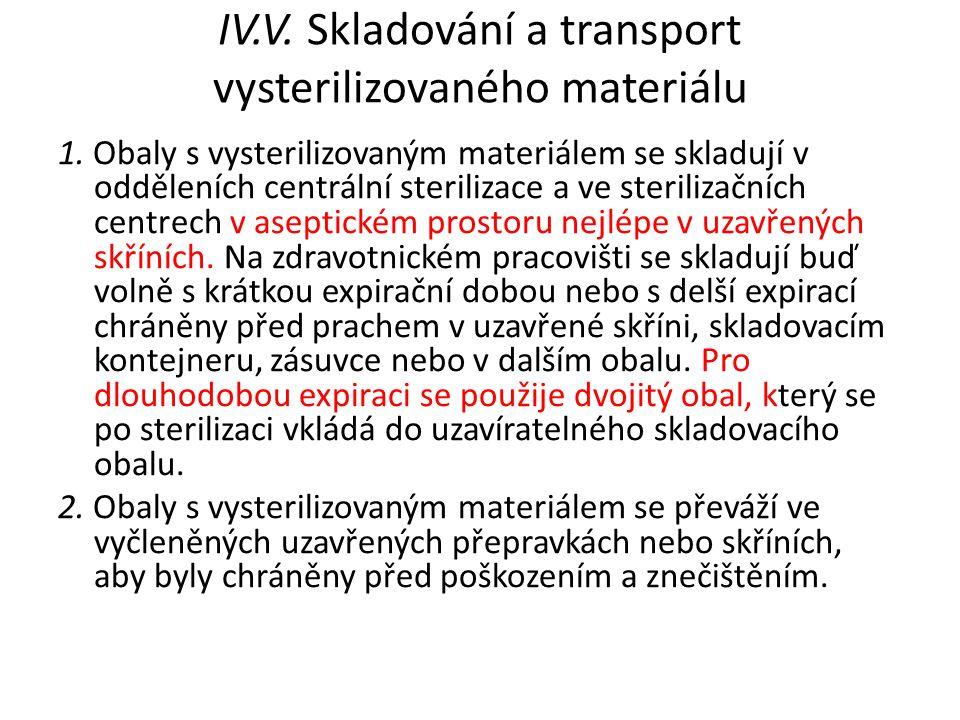 IV.V. Skladování a transport vysterilizovaného materiálu 1. Obaly s vysterilizovaným materiálem se skladují v odděleních centrální sterilizace a ve st