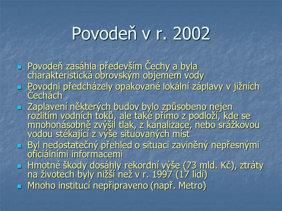 Povodeň v r. 2002 Povodeň zasáhla především Čechy a byla charakteristická obrovským objemem vody Povodeň zasáhla především Čechy a byla charakteristic