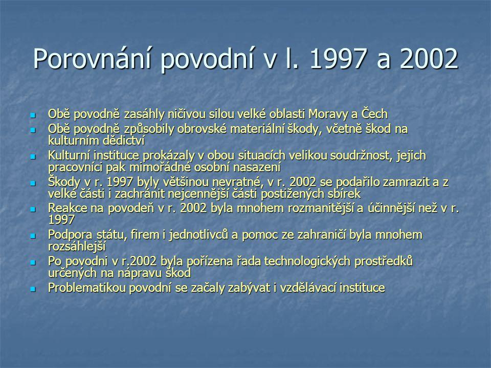 Porovnání povodní v l. 1997 a 2002 Obě povodně zasáhly ničivou silou velké oblasti Moravy a Čech Obě povodně zasáhly ničivou silou velké oblasti Morav