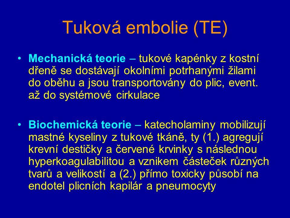 Tuková embolie (TE) Mechanická teorie – tukové kapénky z kostní dřeně se dostávají okolními potrhanými žilami do oběhu a jsou transportovány do plic,