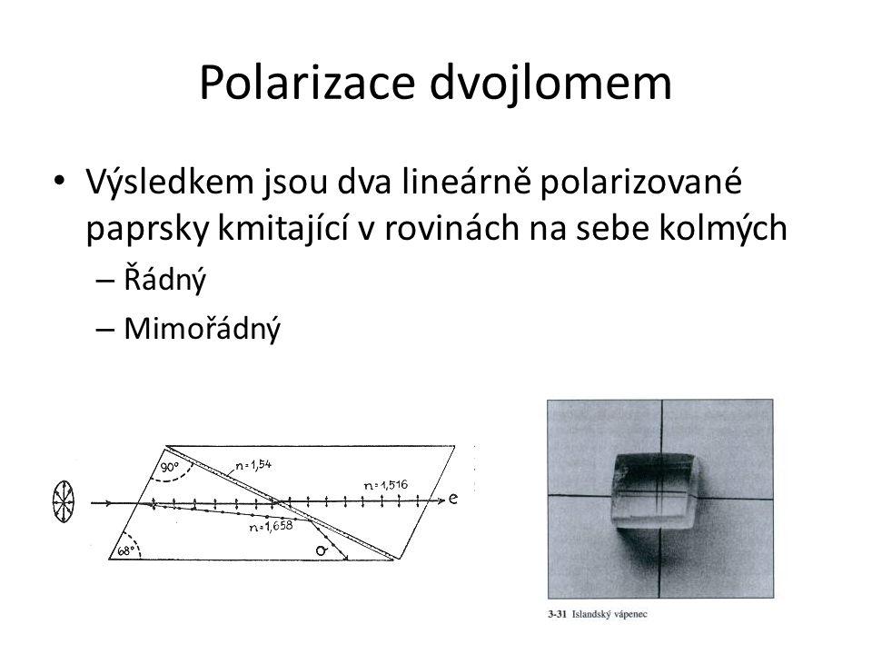 Polarizace dvojlomem Výsledkem jsou dva lineárně polarizované paprsky kmitající v rovinách na sebe kolmých – Řádný – Mimořádný