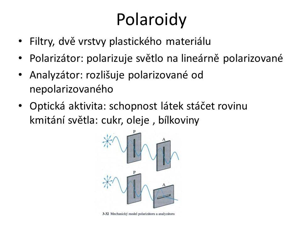 Polaroidy Filtry, dvě vrstvy plastického materiálu Polarizátor: polarizuje světlo na lineárně polarizované Analyzátor: rozlišuje polarizované od nepolarizovaného Optická aktivita: schopnost látek stáčet rovinu kmitání světla: cukr, oleje, bílkoviny