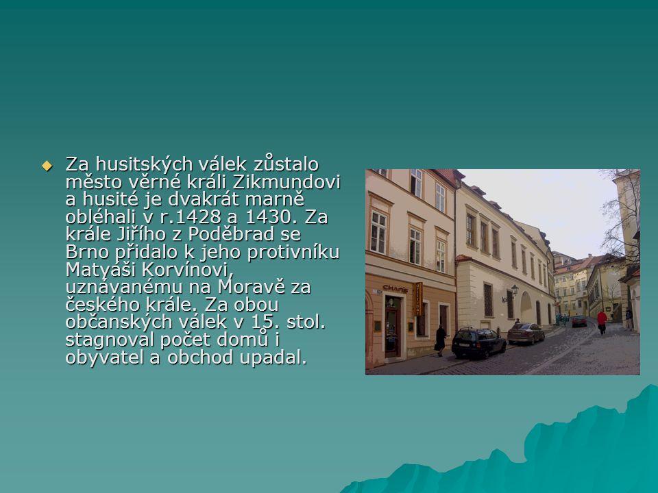  Za husitských válek zůstalo město věrné králi Zikmundovi a husité je dvakrát marně obléhali v r.1428 a 1430. Za krále Jiřího z Poděbrad se Brno přid