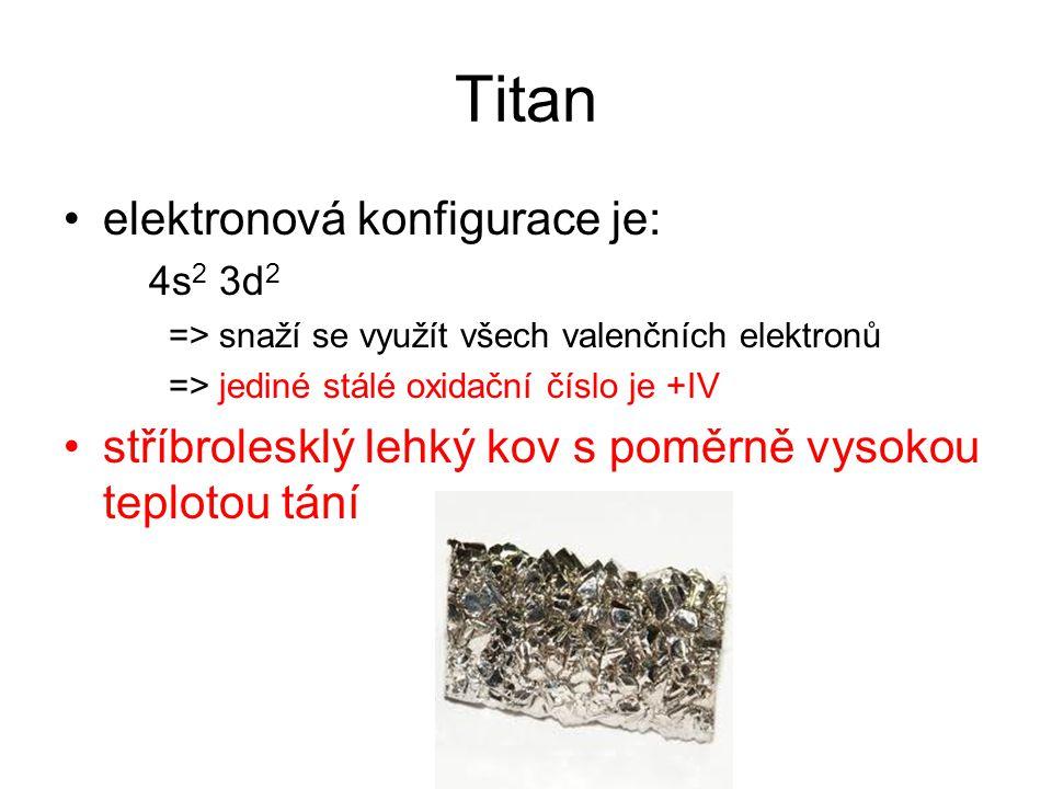Titan je poměrně reaktivní –za vysokých teplot se slučuje s řadou nekovů s uhlíkem za vysokých teplot vytváří velmi stabilní a nereaktivní karbid titanu TiC –zejména ve formě hoblin nebo prášku je velmi reaktivní s kyslíkem ochotně vytváří TiO 2 hoří i v dusíku za vzniku nitridu titanu TiN –kompaktní kov je nereaktivní, odolává korozi za běžných teplot i působení kyselin