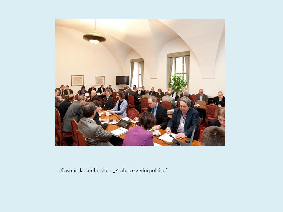 """Účastníci kulatého stolu """"Praha ve vědní politice"""""""