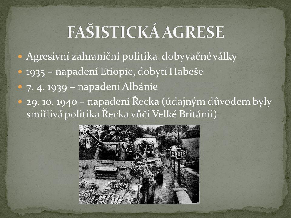 Agresivní zahraniční politika, dobyvačné války 1935 – napadení Etiopie, dobytí Habeše 7. 4. 1939 – napadení Albánie 29. 10. 1940 – napadení Řecka (úda