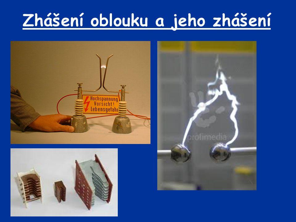 Střídavý oblouk Zhášení střídavého oblouku je jednodušší než stejnosměrného * u stejnosměrného je třeba přerušit proud, u střídavého lze využít průchod proudu nulou a zabránit novému zapálení *při uhašení oblouku v nule proudu vzniká nižší indukované napětí (energie z indukčnosti v obvodu se vrací do zdroje) Hlavní podmínka pro uhašení oblouku: Při průchodu proudu nulou a uhašení oblouku se musí v prostoru mezi kontakty vytvořit takové podmínky, aby se oblouk opětovně nezapálil.