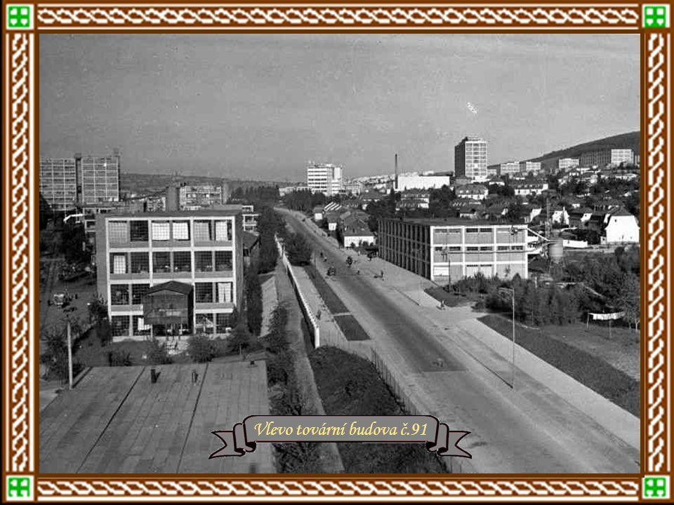 """r.1935 – Zlín Letná, nám. Práce a Baťovy závody Náměstí Práce Hotel """"Společenský dům"""" Společenský dům, pod ním Velké kino"""
