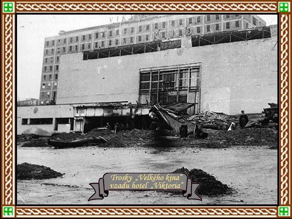 Bombardování Zlína Bombardování Baťových závodů Bombardování – rok 1944 Hořící centrální sklad