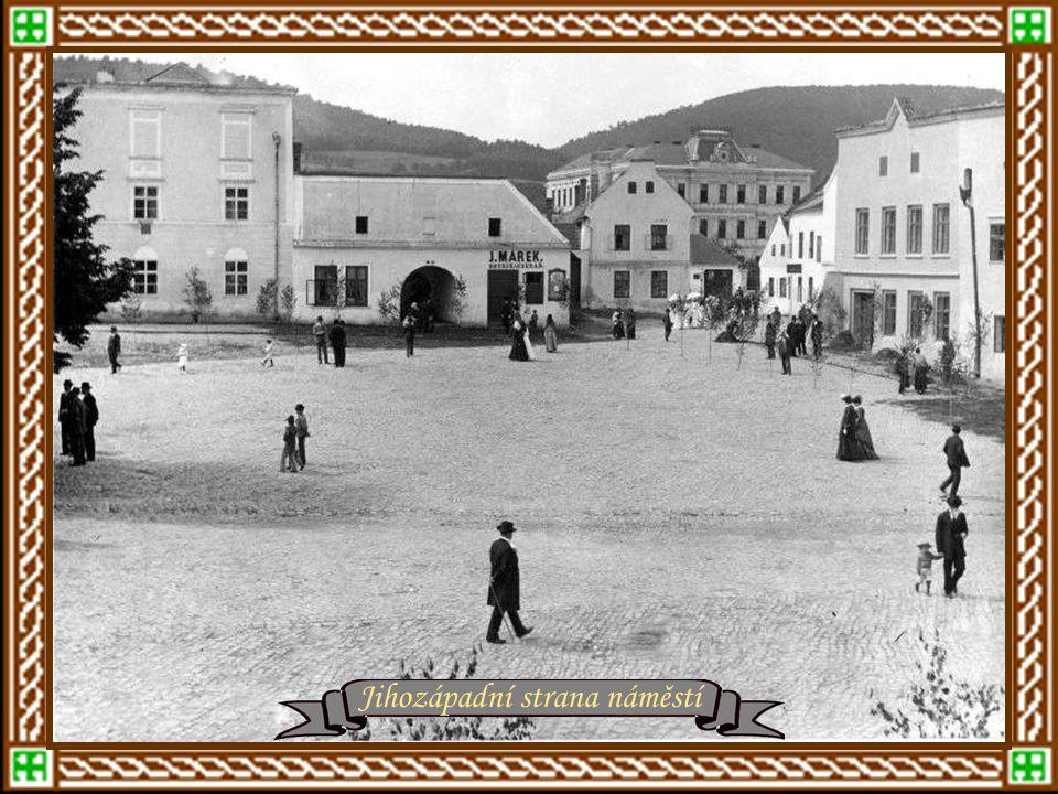 Náměstí Práce a Baťovy továrny Východ z Baťovy továrny – Tržnice a Obchodní dům Baťovo rčení