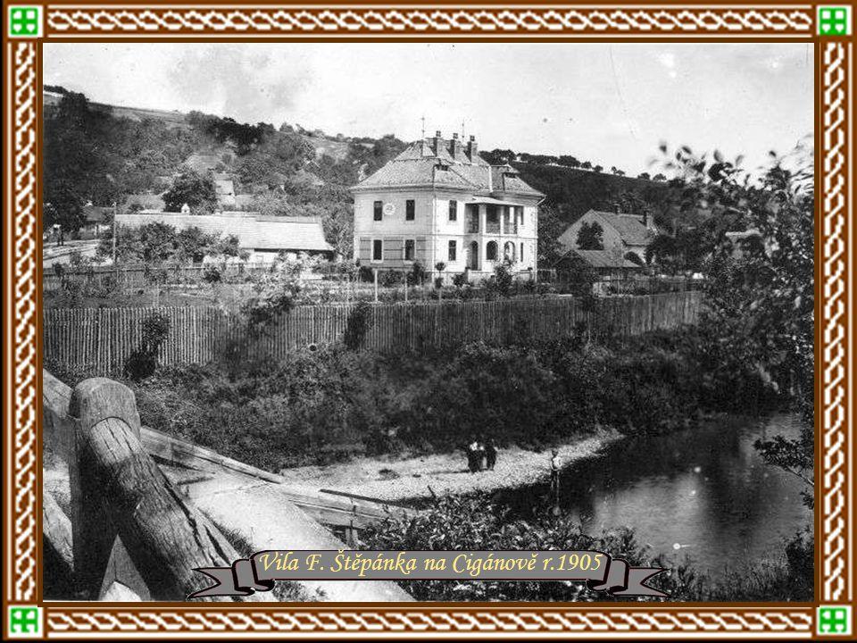 """Foto kolem roku 1909Severní strana náměstí Dům zvaný """"Na Stuchlíkovém"""" na zlínském náměstí, v němž byla r.1894 umístěna první dílna Tomáše Bati r.1904"""