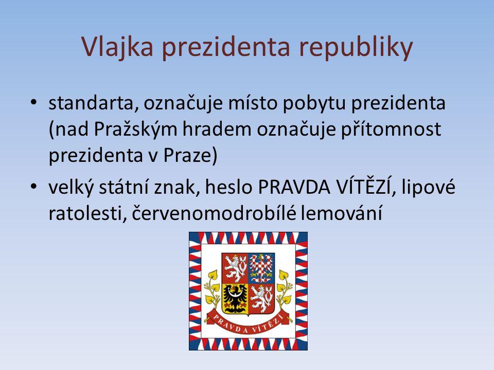 Vlajka prezidenta republiky standarta, označuje místo pobytu prezidenta (nad Pražským hradem označuje přítomnost prezidenta v Praze) velký státní znak