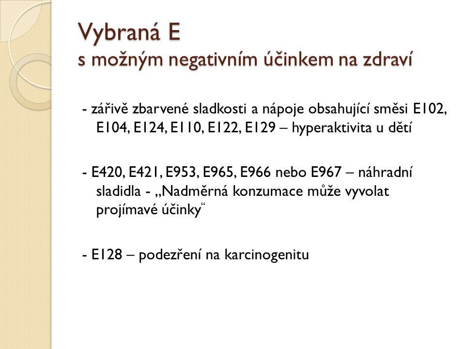 """Vybraná E s možným negativním účinkem na zdraví - zářivě zbarvené sladkosti a nápoje obsahující směsi E102, E104, E124, E110, E122, E129 – hyperaktivita u dětí - E420, E421, E953, E965, E966 nebo E967 – náhradní sladidla - """"Nadměrná konzumace může vyvolat projímavé účinky - E128 – podezření na karcinogenitu"""