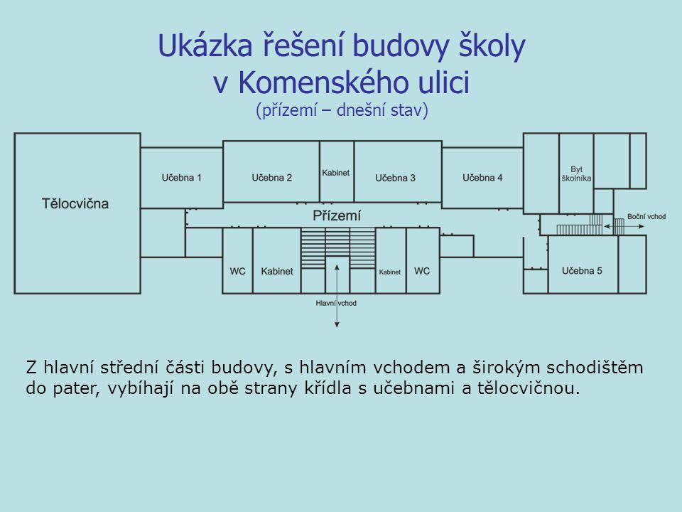 Ukázka řešení budovy školy v Komenského ulici (přízemí – dnešní stav) Z hlavní střední části budovy, s hlavním vchodem a širokým schodištěm do pater, vybíhají na obě strany křídla s učebnami a tělocvičnou.
