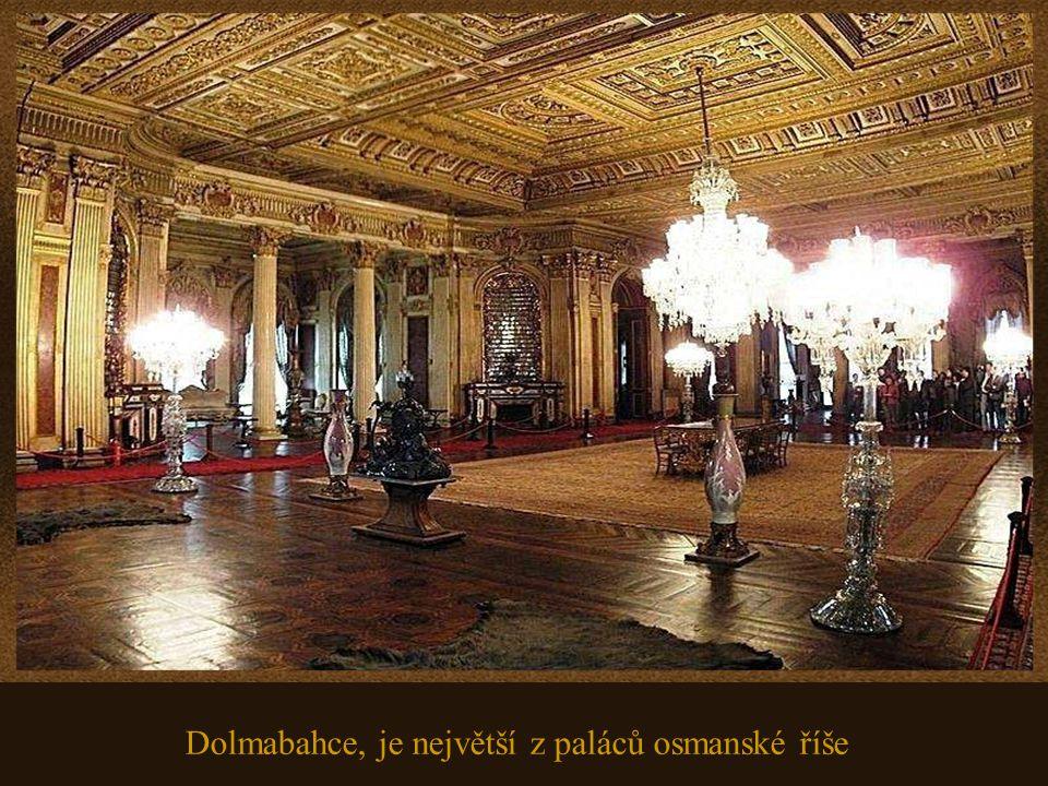 To je jen část obrovské sbírky zlatých uměleckých děl které zdobí palác.