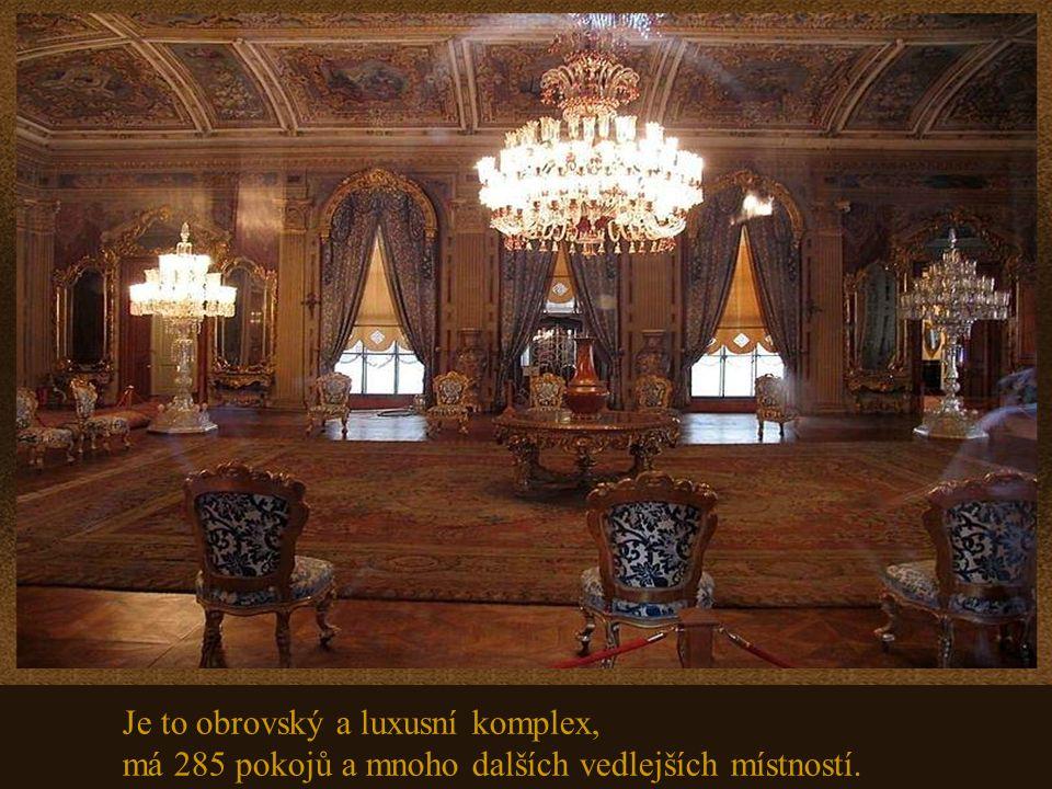 Dolmabahce, je největší z paláců osmanské říše