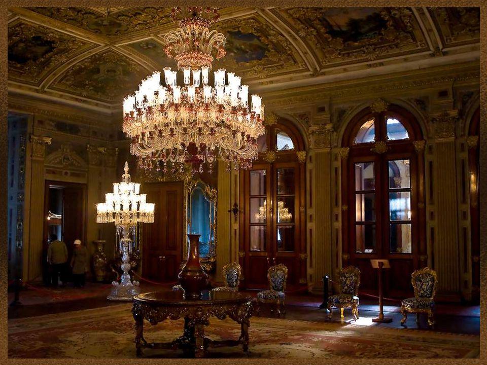 Dolmabahce má jednu z největších sbírek českých lustrů na světě.