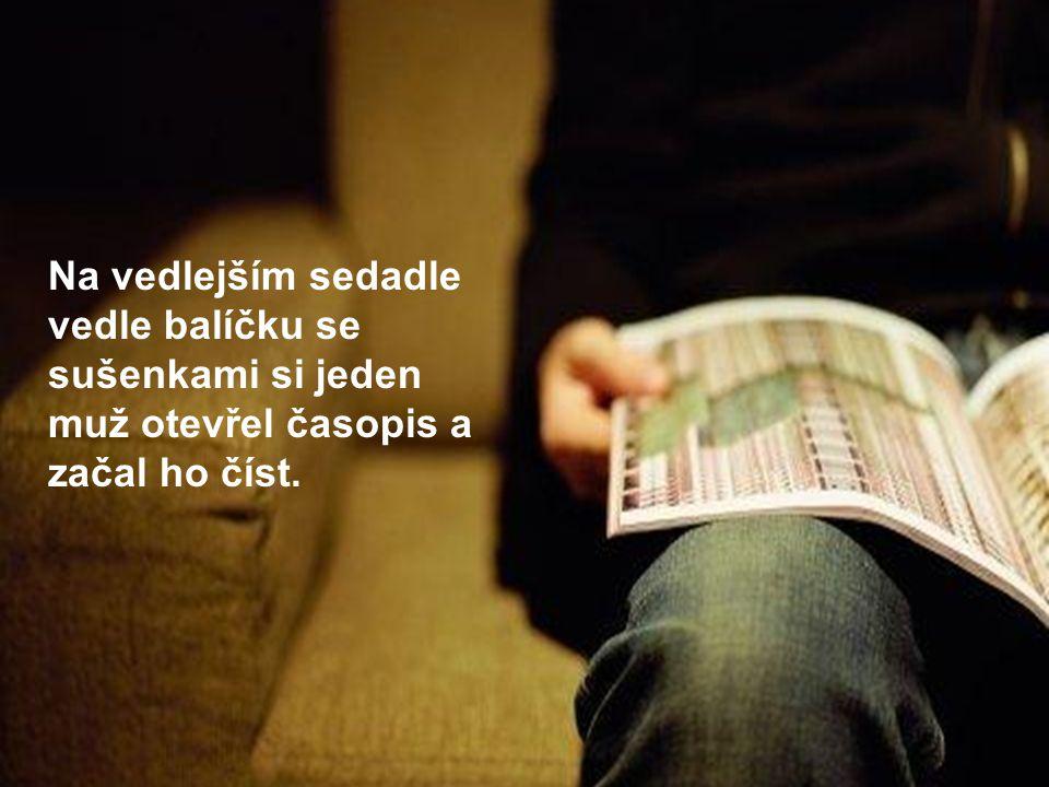 Na vedlejším sedadle vedle balíčku se sušenkami si jeden muž otevřel časopis a začal ho číst.