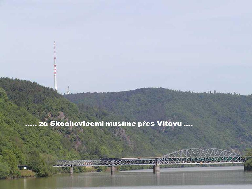 ….. za Skochovicemi musíme přes Vltavu ….