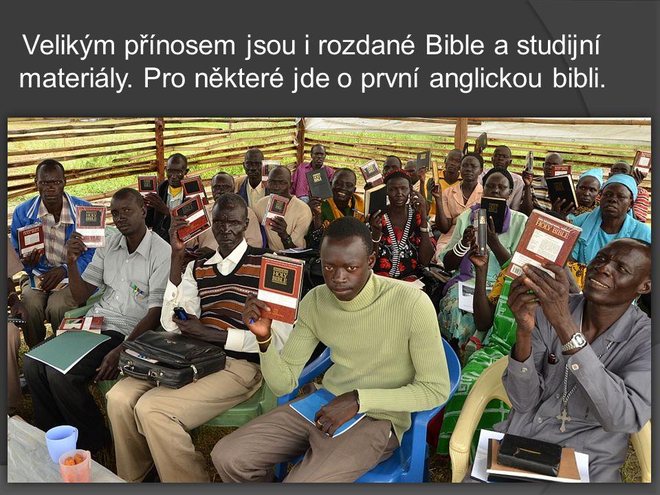 Velikým přínosem jsou i rozdané Bible a studijní materiály.
