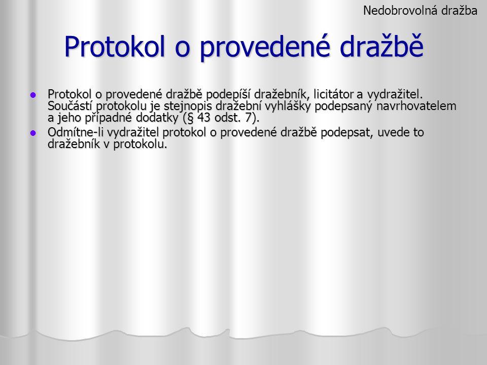 Protokol o provedené dražbě Protokol o provedené dražbě podepíší dražebník, licitátor a vydražitel. Součástí protokolu je stejnopis dražební vyhlášky