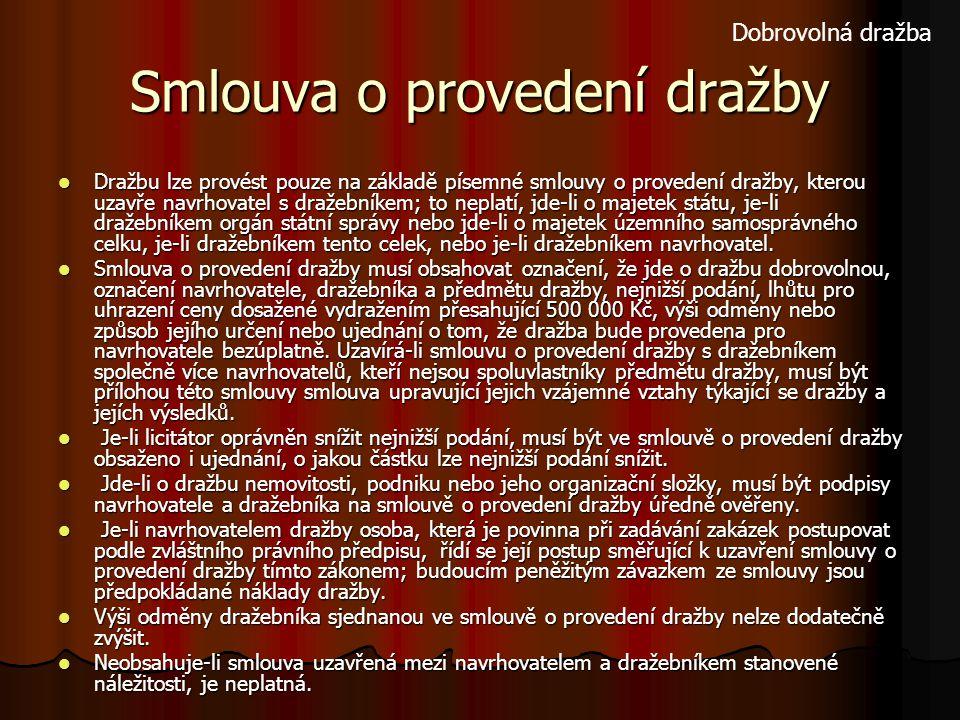 Smlouva o provedení dražby Dražbu lze provést pouze na základě písemné smlouvy o provedení dražby, kterou uzavře navrhovatel s dražebníkem; to neplatí