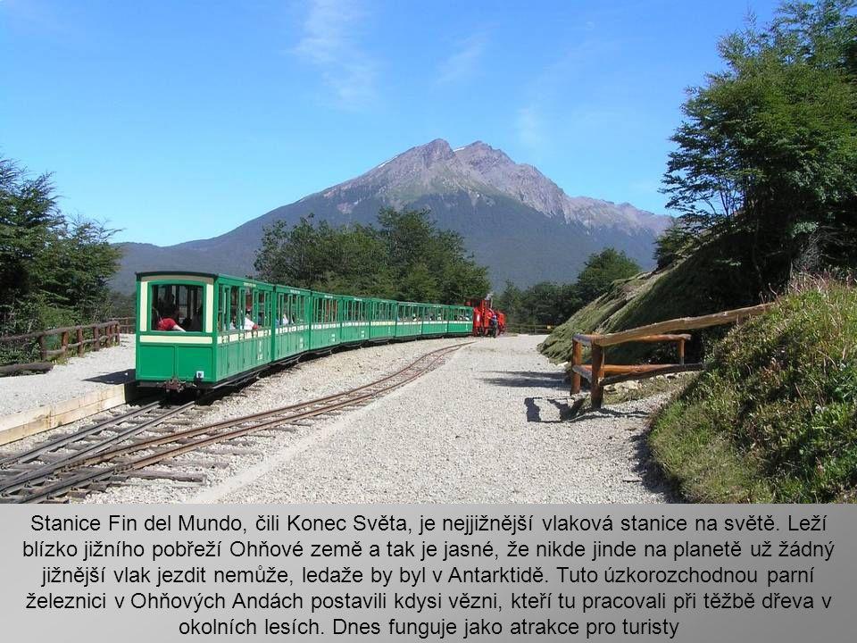 Nejjižnější argentinské město Ushuaia s necelými 50ti tisíci obyvateli připomíná svojí výstavbou a okolím horské středisko někde v Alpách. Kolem je ná