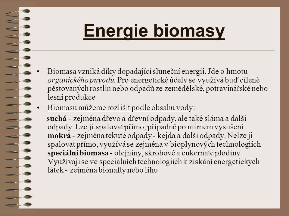 Energie biomasy Biomasa vzniká díky dopadající sluneční energii. Jde o hmotu organického původu. Pro energetické účely se využívá buď cíleně pěstovaný