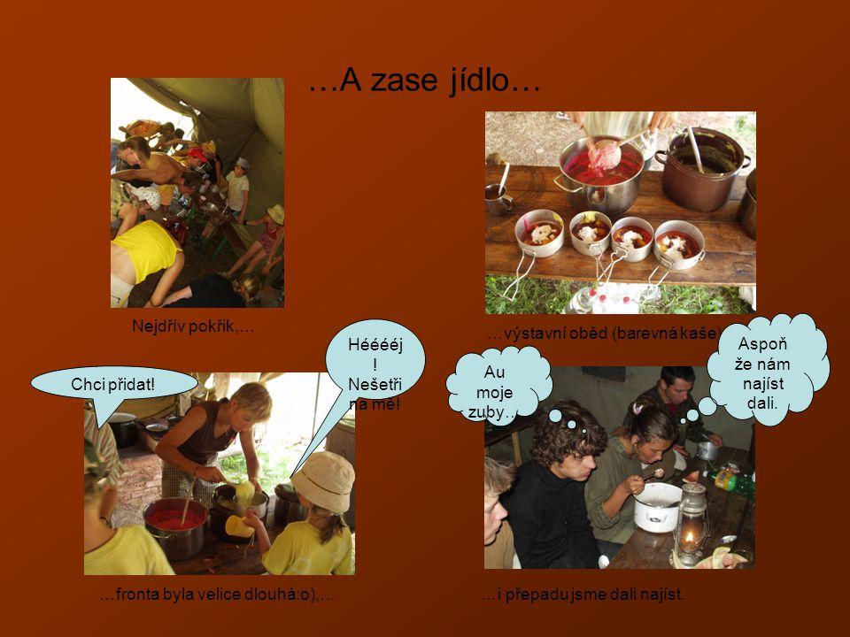 …A zase jídlo… Nejdřív pokřik,… …výstavní oběd (barevná kaše),… …fronta byla velice dlouhá:o),……i přepadu jsme dali najíst.