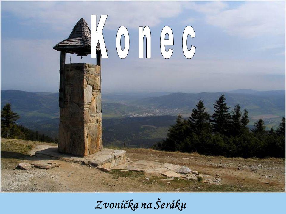 Vrcholový kříž na kopci Schweinbarther berg na Česko- Rakouské hranici poblíž Mikulova