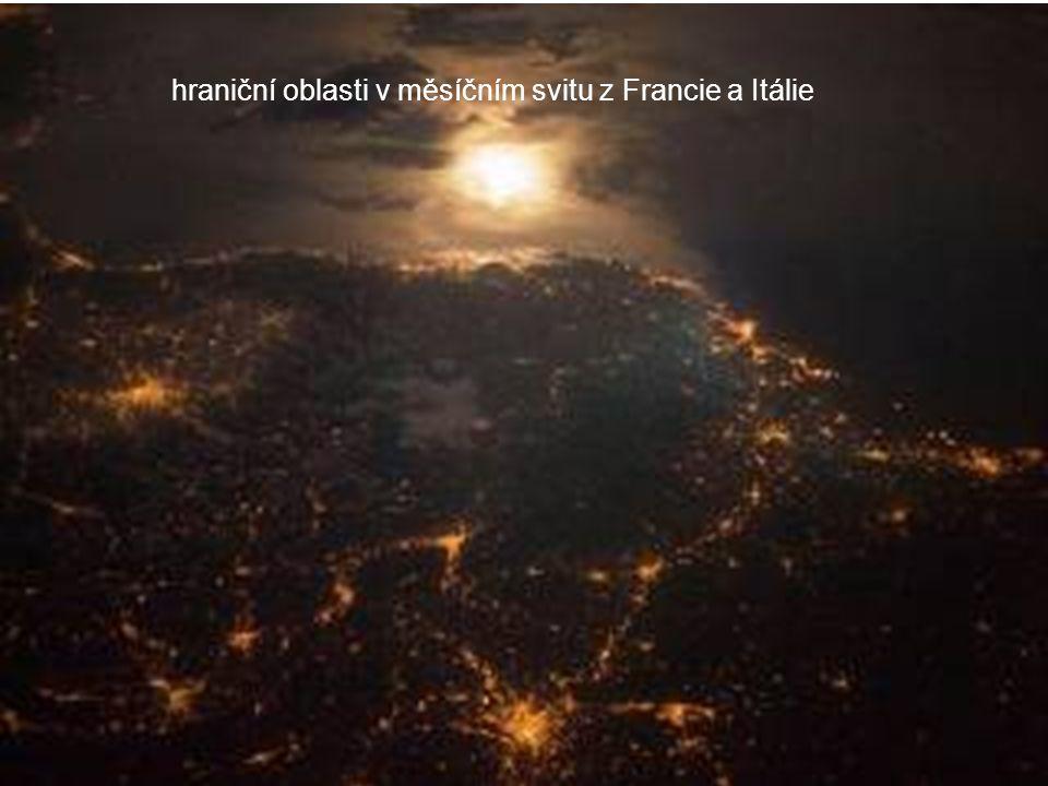 Noční obraz severního pobřeží Mexického zálivu, Mobile Bay a město Mobile, New Orleans a Houston jsou viditelné v pohledu směrem na jih.