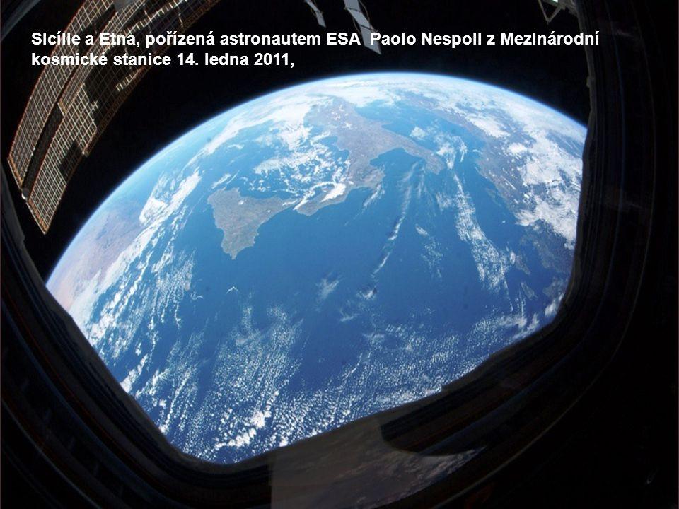 Manila v noci: italský astronaut ESA Paolo Nespoli pořídil tento snímek dne 1.
