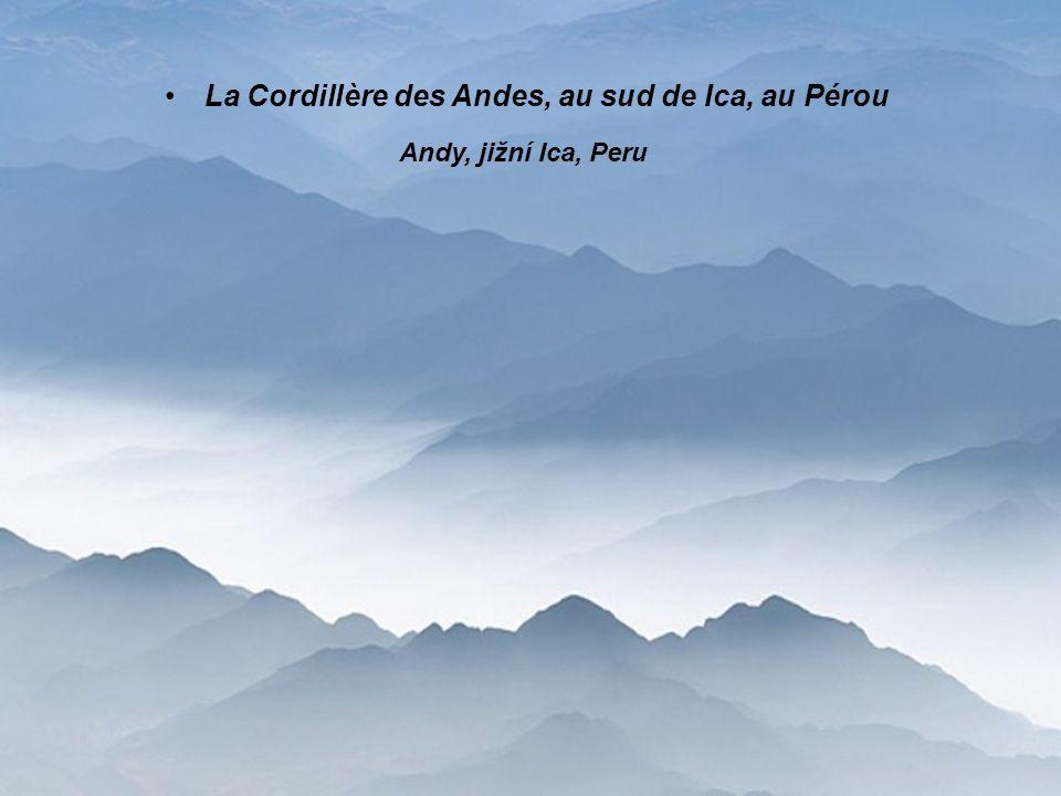 La Cordillère des Andes, au sud de Ica, au Pérou Andy, jižní Ica, Peru