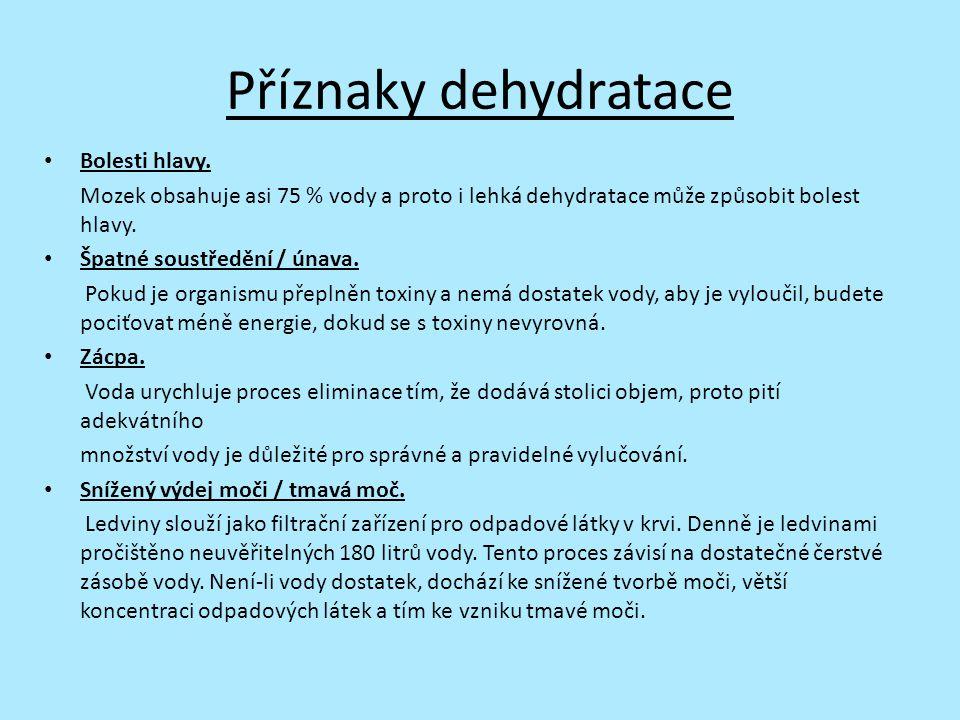 Příznaky dehydratace Bolesti hlavy. Mozek obsahuje asi 75 % vody a proto i lehká dehydratace může způsobit bolest hlavy. Špatné soustředění / únava. P