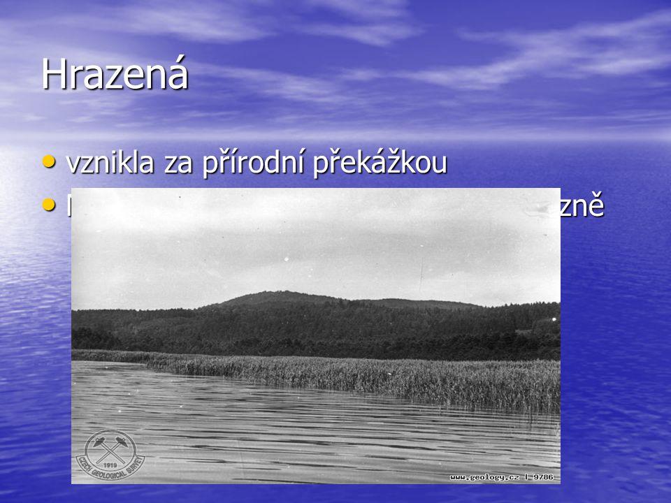 Hrazená vznikla za přírodní překážkou vznikla za přírodní překážkou Např.:Mladotické jez.