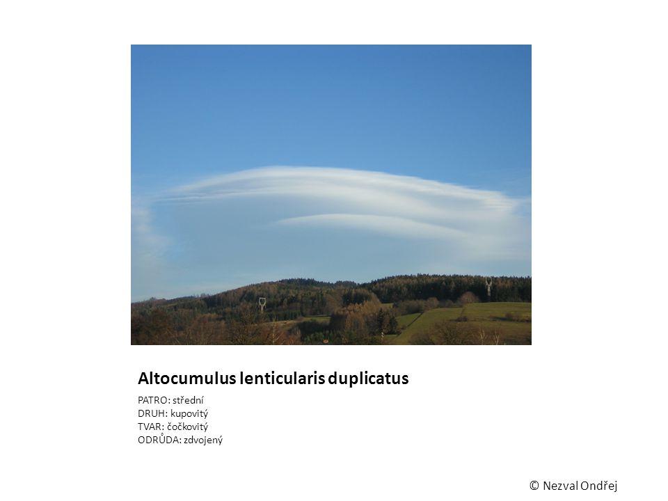 Altocumulus lenticularis duplicatus PATRO: střední DRUH: kupovitý TVAR: čočkovitý ODRŮDA: zdvojený © Nezval Ondřej