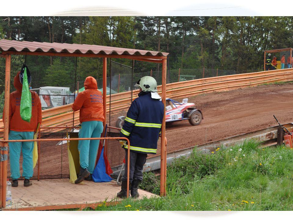 Veškeré opravy, prováděné na trati, smí provést pouze sám jezdec s použitím nářadí a náhradních dílů, které si veze ve voze.