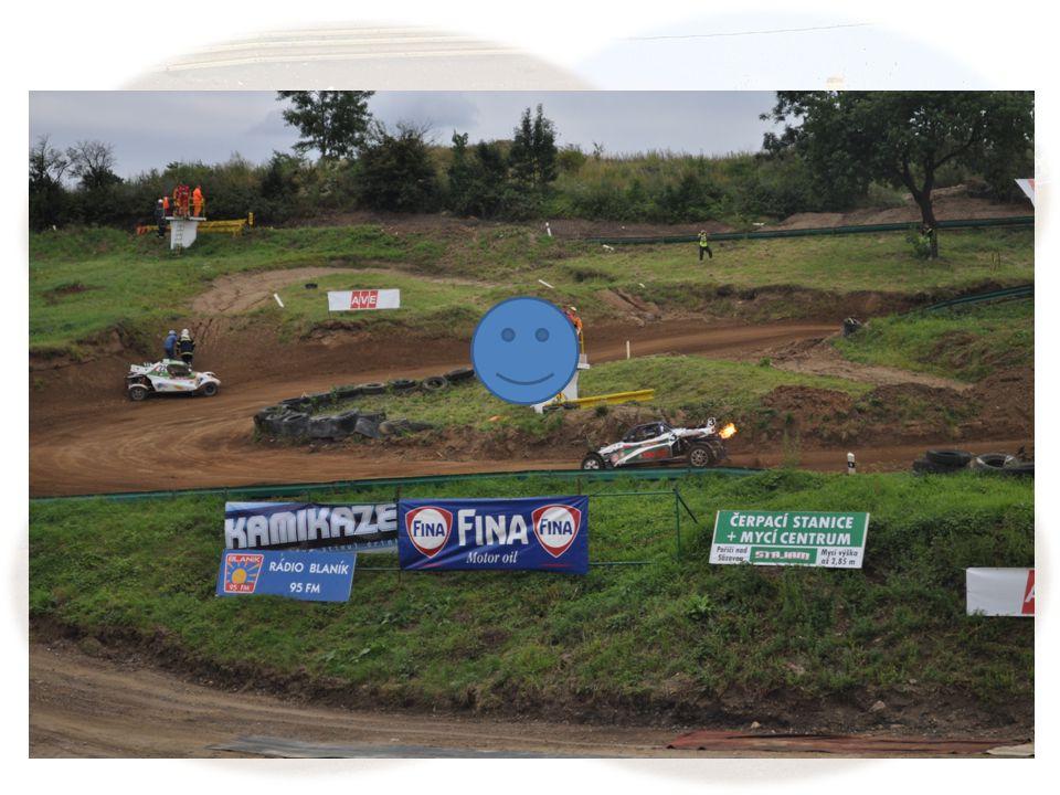 ZÁSAHY NA TRATI Doporučení pro spuštění záchrany při podnicích rallycross a autocross (Příloha H Mezinárodních sportovních řádů str.