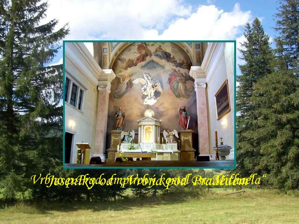 """""""Drakov"""" """"Heřmanovice"""" – zdáli viditelná kaple sv.Jeronýma na pokraji kamenolomu v místě zaniklé tvrze Prostý interiér kaple"""