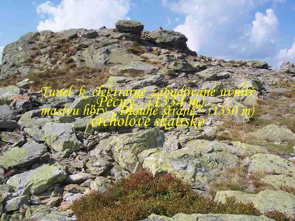"""Ruda """"Křížový vrch"""" - místo dalekého rozhledu. Barokní, umělecky cenná křížová cesta z r.1760 """"Dlouhé stráně"""" (1350 m) Horní nádrž přečerpávací elektr"""